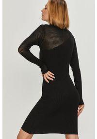 Answear Lab - Sukienka. Kolor: czarny. Materiał: dzianina. Długość rękawa: długi rękaw. Typ sukienki: dopasowane. Styl: wakacyjny