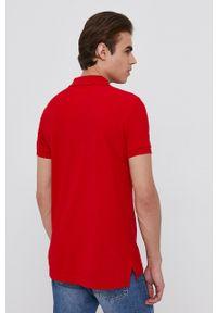 United Colors of Benetton - Polo. Typ kołnierza: polo. Kolor: czerwony. Materiał: dzianina. Długość: krótkie. Wzór: gładki, aplikacja