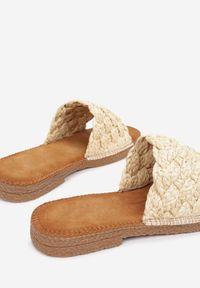 Born2be - Beżowe Klapki Chaleilla. Nosek buta: okrągły. Kolor: beżowy. Obcas: na obcasie. Wysokość obcasa: niski
