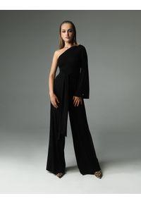 Madnezz - Kombinezon Nighty-night - czarny. Okazja: na imprezę. Kolor: czarny. Materiał: bawełna, wiskoza, dzianina, elastan, tkanina. Długość: długie. Wzór: aplikacja. Styl: elegancki #1