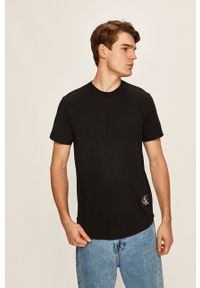 Calvin Klein Jeans - T-shirt. Okazja: na co dzień. Kolor: czarny. Materiał: dzianina. Wzór: aplikacja. Styl: casual
