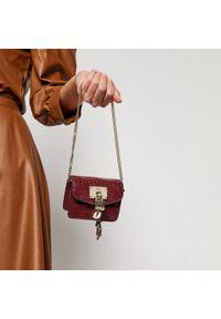 Czerwona torebka DKNY wizytowa