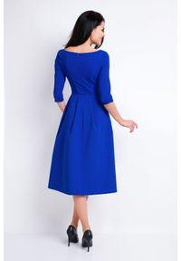 Awama - Elegancka rozkloszowana sukienka midi niebieska. Okazja: do pracy, na spotkanie biznesowe. Kolor: niebieski. Materiał: poliester, elastan, wiskoza, materiał. Wzór: aplikacja, jednolity. Typ sukienki: rozkloszowane. Styl: elegancki. Długość: midi