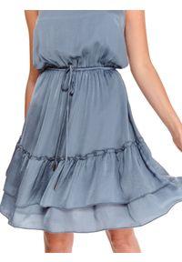 TOP SECRET - Sukienka na ramiączkach w stylu boho z falbanami. Kolor: niebieski. Długość rękawa: na ramiączkach. Sezon: lato. Styl: boho