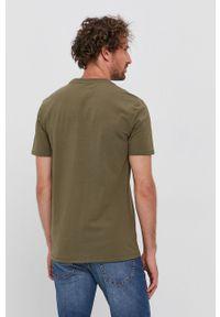 Guess - T-shirt. Okazja: na co dzień. Kolor: zielony. Materiał: bawełna, dzianina. Wzór: nadruk. Styl: casual