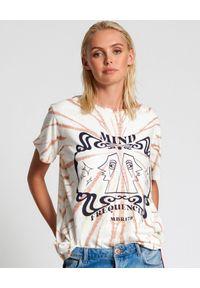 ONETEASPOON - Damska koszulka z nadrukiem Tie Dye. Okazja: na plażę, na co dzień. Kolor: beżowy. Materiał: tkanina, bawełna. Wzór: nadruk. Styl: casual