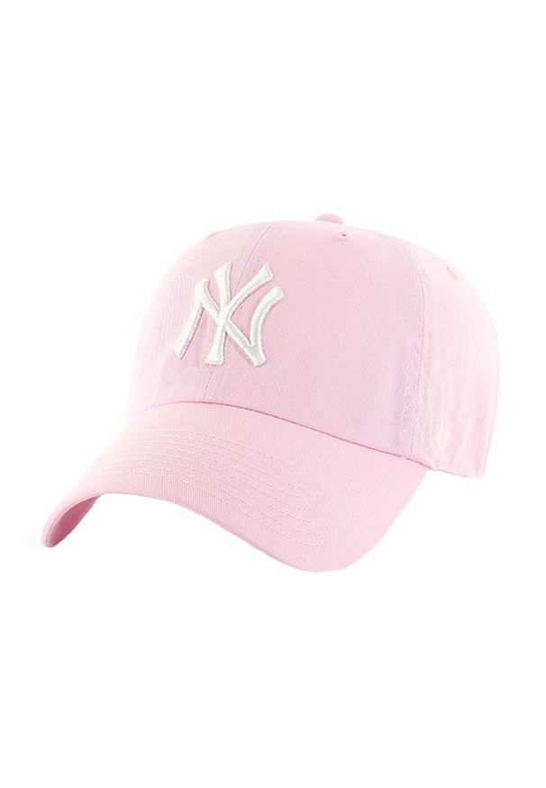 Różowa czapka z daszkiem 47 Brand w kolorowe wzory