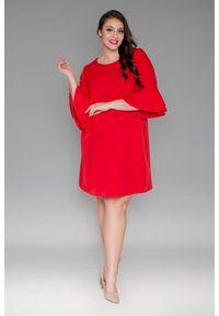Czerwona sukienka dla puszystych Moda Size Plus Iwanek w kolorowe wzory, na imprezę, elegancka, plus size