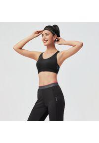 Czarny biustonosz sportowy DOMYOS na fitness i siłownię, z nadrukiem