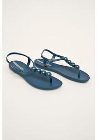Niebieskie sandały Ipanema bez obcasa