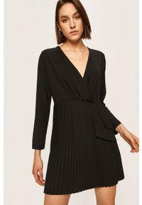 Czarna sukienka ANSWEAR mini, rozkloszowana, na co dzień