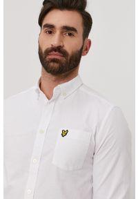 Lyle & Scott - Koszula. Typ kołnierza: button down. Kolor: biały. Materiał: tkanina. Długość rękawa: długi rękaw. Długość: długie. Wzór: gładki, aplikacja