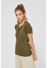 MOODO - Bluzka z wiązaniem na dekolcie. Materiał: bawełna, elastan. Długość rękawa: krótki rękaw. Długość: krótkie