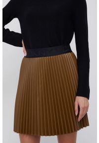 DKNY - Dkny - Spódnica. Kolor: brązowy. Materiał: skóra