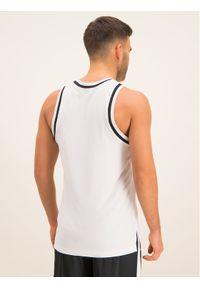 Biała koszulka sportowa Nike