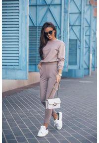 IVON - Dresowy Komplet Nierozpinana Bluza i Dopasowane Spodnie - Mocca. Materiał: dresówka