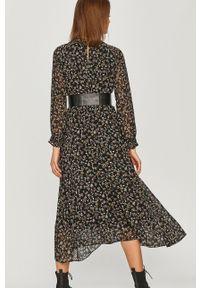 Czarna sukienka Answear Lab maxi, z długim rękawem, rozkloszowana, na co dzień