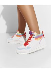 Ugg - UGG - Białe sneakersy Highland. Kolor: biały. Materiał: guma, jeans. Wzór: kolorowy, aplikacja