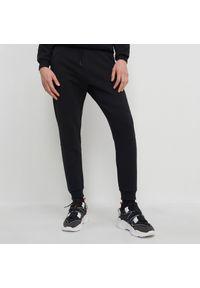 Czarne spodnie House