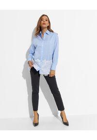 Ermanno Firenze - ERMANNO FIRENZE - Błękitna koszula oversize z koronką. Kolor: niebieski. Materiał: koronka. Długość rękawa: długi rękaw. Długość: długie. Wzór: koronka. Styl: klasyczny