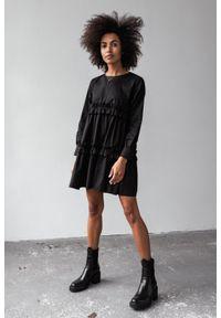 Marsala - Sukienka z bawełny z marszczeniami w kolorze CZARNYM - ROSALIE BY MARSALA. Okazja: na imprezę. Kolor: czarny. Materiał: bawełna. Długość rękawa: długi rękaw. Wzór: gładki. Typ sukienki: rozkloszowane