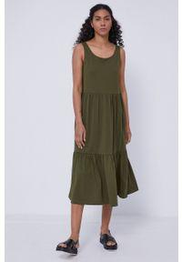 medicine - Medicine - Sukienka Staycation. Kolor: zielony. Materiał: bawełna, dzianina, włókno. Długość rękawa: na ramiączkach. Wzór: gładki. Typ sukienki: rozkloszowane