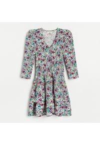 Reserved - Sukienka mini w kwiaty - Beżowy. Kolor: beżowy. Wzór: kwiaty. Długość: mini