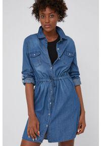 Answear Lab - Sukienka jeansowa. Kolor: niebieski. Materiał: jeans. Długość rękawa: długi rękaw. Typ sukienki: rozkloszowane. Styl: wakacyjny
