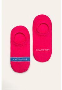 Różowe skarpetki Calvin Klein z nadrukiem