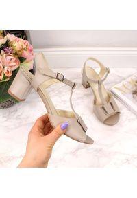 Beżowe sandały NATALII BRAT BUT eleganckie