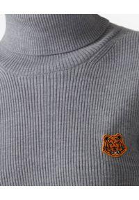 Kenzo - KENZO - Wełniany golf Tiger Crest. Typ kołnierza: golf. Kolor: szary. Materiał: wełna. Długość rękawa: długi rękaw. Długość: długie. Wzór: haft, aplikacja. Styl: klasyczny