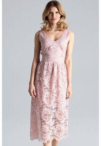 Różowa sukienka koktajlowa Figl midi, na randkę, w koronkowe wzory