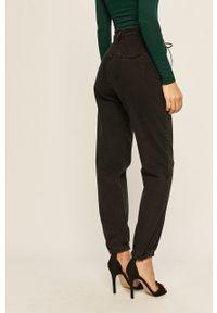 Czarne jeansy ANSWEAR w kolorowe wzory
