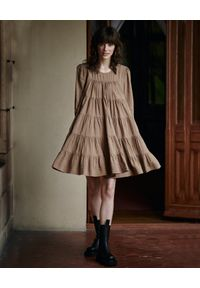 BY CABO - Sukienka TWIGGY. Kolor: beżowy. Materiał: len, wiskoza. Długość rękawa: długi rękaw. Typ sukienki: rozkloszowane