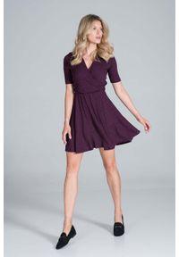 Figl - Krótka Dzianinowa Sukienka Kopertowa - Fioletowa. Kolor: fioletowy. Materiał: dzianina. Typ sukienki: kopertowe. Długość: mini