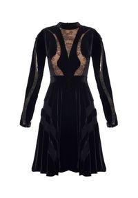 Czarna sukienka mini Elie Saab z długim rękawem, elegancka, w koronkowe wzory