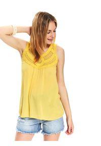 TOP SECRET - Luźna bluzka z plecionką. Okazja: na co dzień. Kolor: żółty. Materiał: tkanina, prążkowany. Sezon: lato, wiosna. Styl: casual