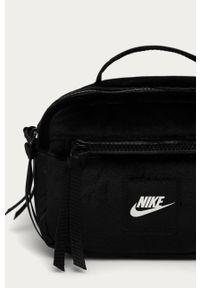 Czarna nerka Nike Sportswear