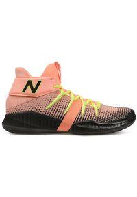 New Balance BBOMNXA2. Materiał: guma. Szerokość cholewki: normalna. Wzór: jodełka. Sport: bieganie