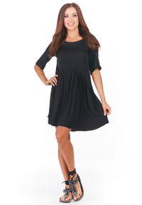 Awama - Czarna Krótka Sukienka z Marszczonym Dołem. Kolor: czarny. Materiał: wiskoza, elastan. Długość: mini