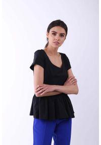 Nommo - Czarna Klasyczna Bluzka z Falbanką na Dole. Kolor: czarny. Materiał: wiskoza, poliester. Styl: klasyczny