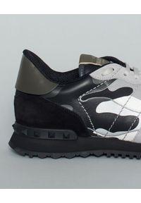 VALENTINO - Sneakersy Rockrunner Camouflage. Kolor: szary. Materiał: guma, zamsz. Wzór: aplikacja