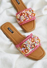Renee - Różowe Klapki Lameriko. Nosek buta: otwarty. Kolor: różowy. Wzór: gładki, aplikacja, kolorowy. Obcas: na płaskiej podeszwie