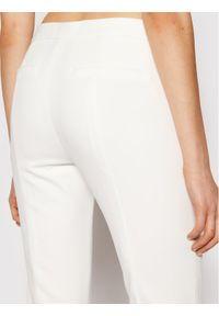 Białe chinosy DKNY