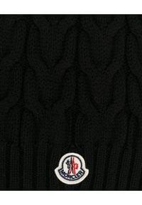MONCLER KIDS - Czarny szalik. Kolor: czarny. Materiał: prążkowany, wełna. Sezon: zima