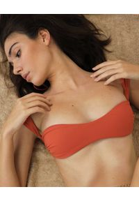 LA REVECHE - Pomarańczowy top od bikini Amber. Kolor: czerwony. Materiał: tkanina