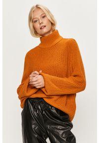 Pomarańczowy sweter Noisy may z golfem, na co dzień