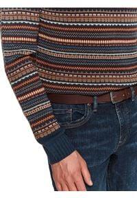 TOP SECRET - Spodnie denim o kroju slim. Okazja: na co dzień, do pracy. Kolor: niebieski. Materiał: denim. Długość: długie. Sezon: wiosna. Styl: klasyczny, casual