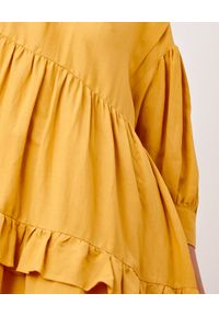 BY CABO - Lniana sukienka FIJI. Kolor: żółty. Materiał: len. Wzór: aplikacja. Sezon: lato. Typ sukienki: rozkloszowane, oversize. Długość: midi
