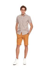 TOP SECRET - Koszula męska w kratkę. Kolor: beżowy. Materiał: bawełna, tkanina. Długość rękawa: krótki rękaw. Długość: krótkie. Wzór: kratka. Styl: wakacyjny